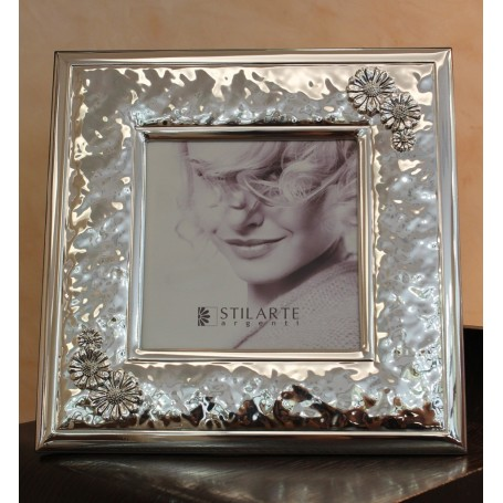 Stilarte frame with daisies